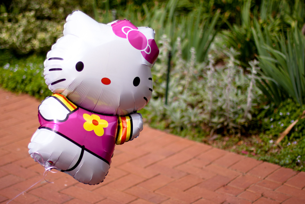 globo hello kitty