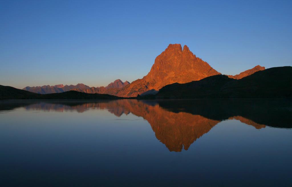 Una docena de montes a los que subir en Pirineos