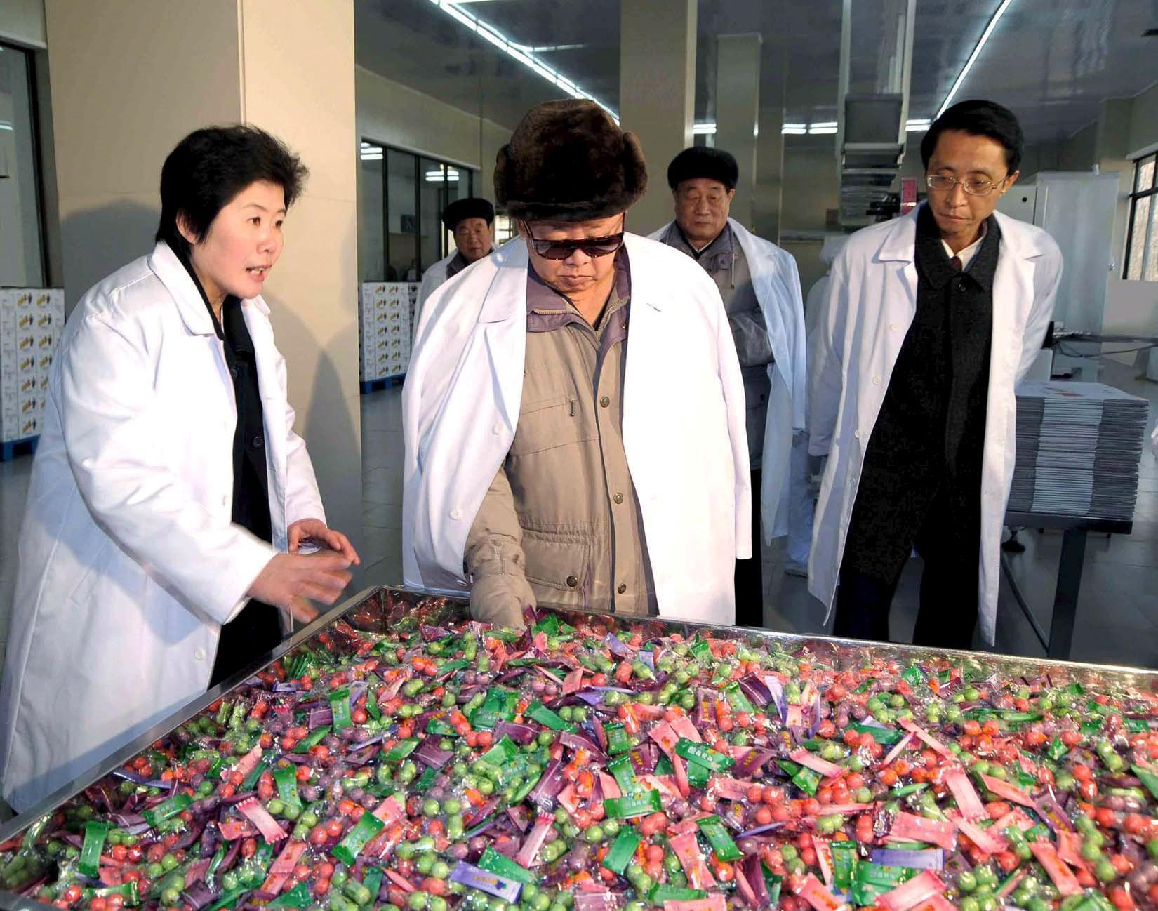 Kim Jong-il inspects gum plant