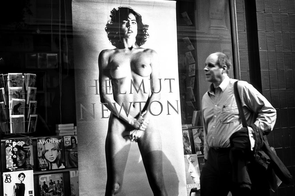 Una docena de fotografías impactantes de Helmut Newton