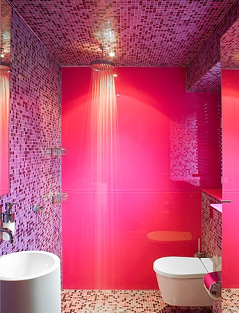 Una docena de elementos para tener un cuarto de ba o for Pink black bathroom ideas