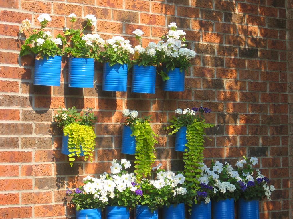 Una docena de maneras de utilizar materiales reciclados para decorar tus plantas