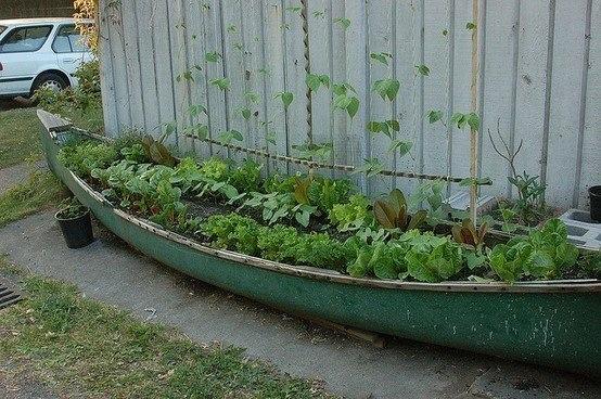 Una docena de ideas para crear un huerto urbano o macetohuerto con materiales reciclados Canoa