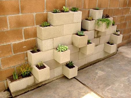 Una docena de ideas para crear un huerto urbano o macetohuerto con materiales reciclados Material-Construccion-Huerto