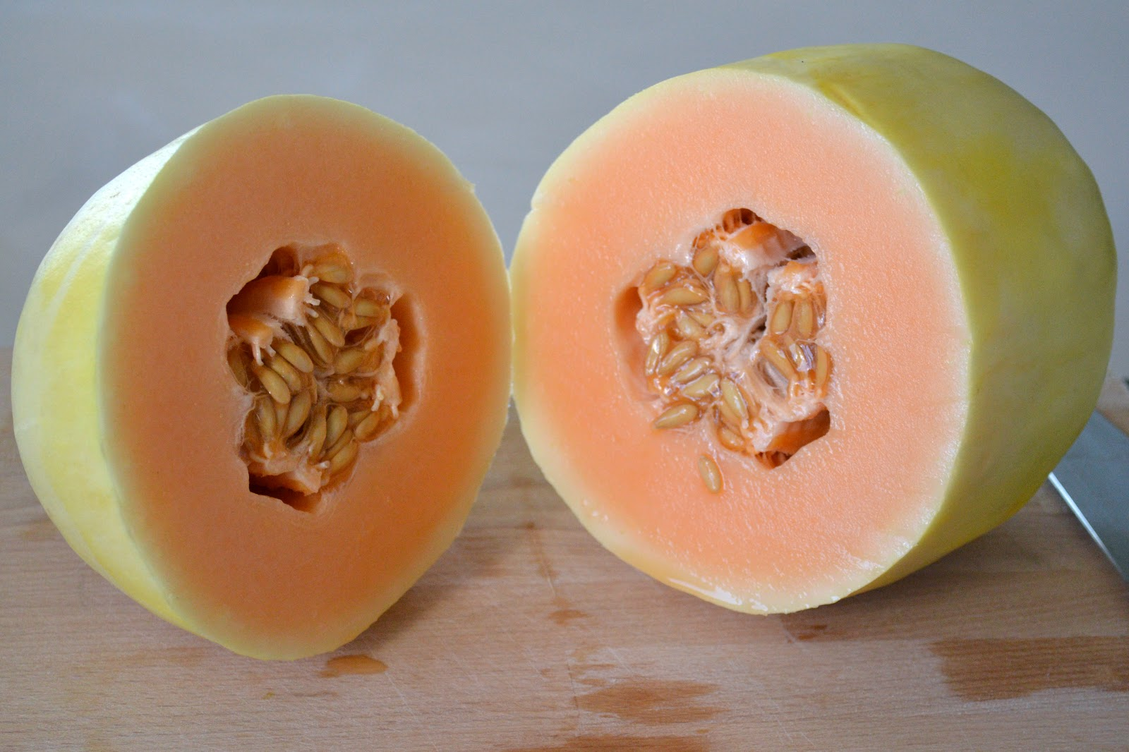 Se trata de una variedad hibridada a partir del melón cantaloup. Es ...