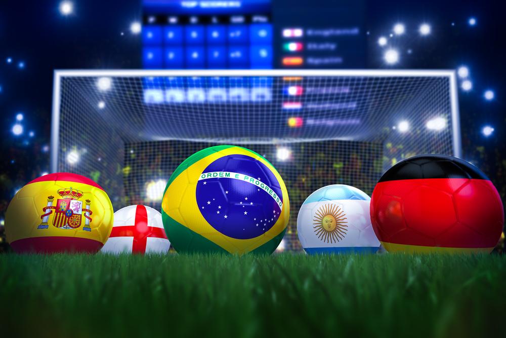 Una docena de balones de futbol de los mundiales