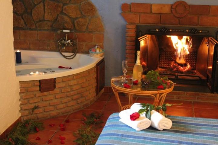hotel ensueno habitacion chimenea jacuzzi:
