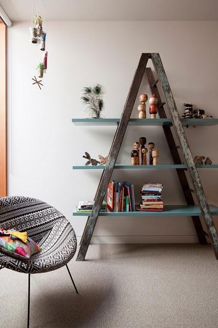 Una docena de ideas para decorar con materiales reciclados - Escalera de madera de pintor ...